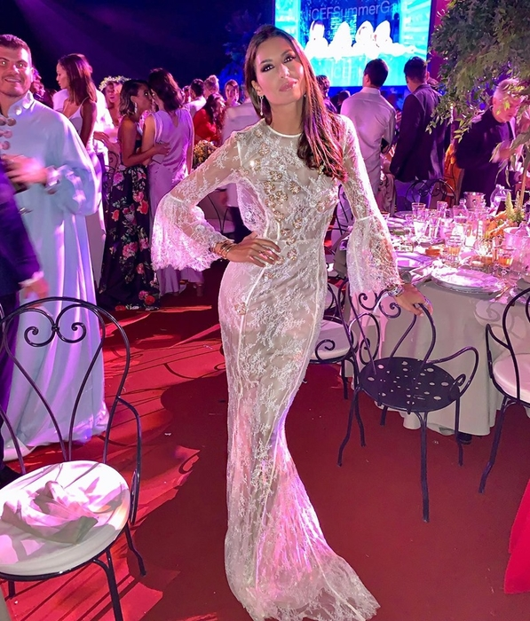 ELISABETTA GREGORACCI DRESSED BY RAQUEL BALENCIA FOR LUISA VIA ROMA UNICEF CHARITY EVENT2